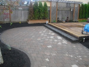 Paleo paver patio with a Pisa 2 step