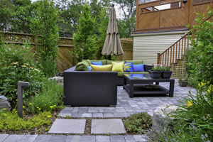 Backyard with flagstone patio. Boulder Falls Landscaping provides expert flagstone patio installation services in Vancouver WA