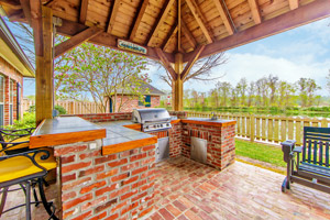 Outdoor kitchen and deck. Boulder Falls in Vancouver WA provides custom outdoor kitchens.